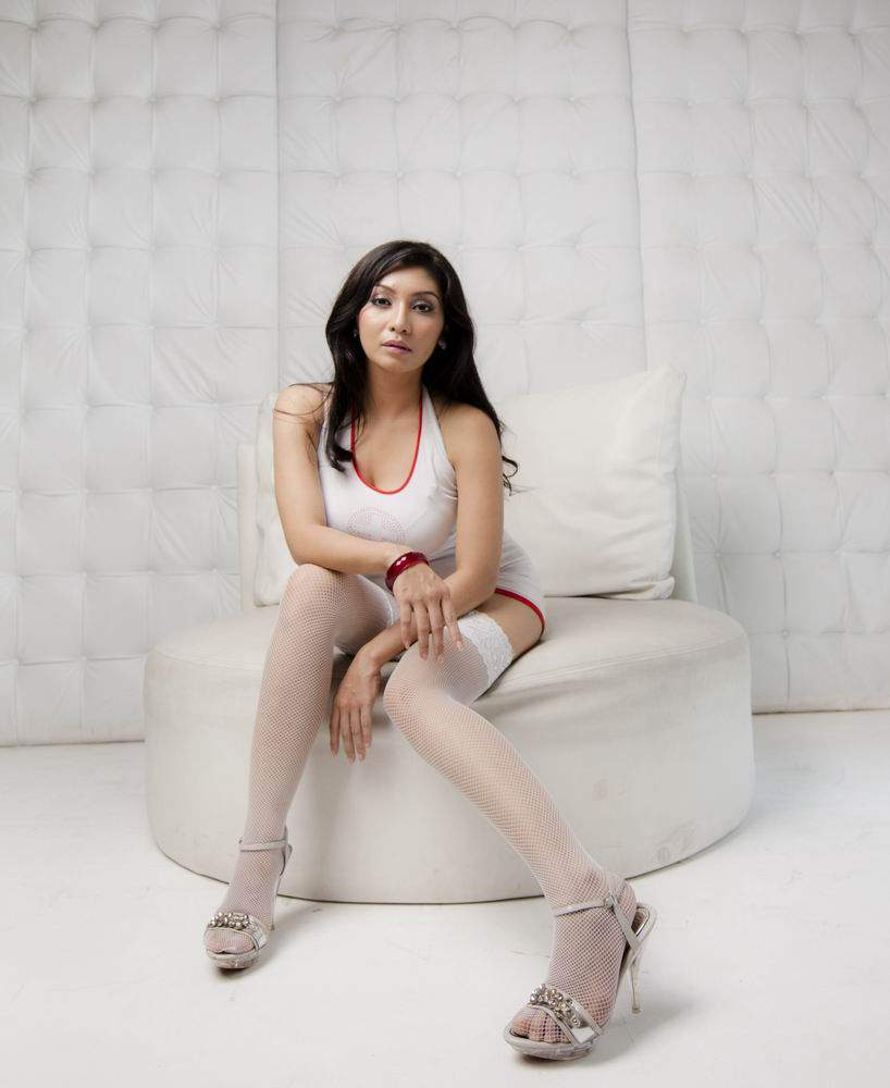 Foto Hot Model Indonesia Baby Margaretha Hot Sexy In White